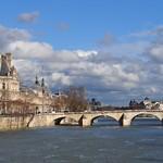 Pont du Carrousel et le Louvre, Paris Ier, Île-de-France, France. thumbnail