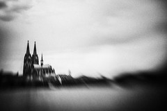 3310 (Elke Kulhawy) Tags: cologne köln dom lensbaby bnw bw blackandwhite surreal dream grain verschwommen monochrome city urban stadt