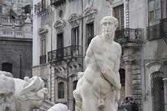 DSC_0002 (en.putrino) Tags: palermo sicilia italia sicily piazza pretoria massimo teatro statue leone fontana della vergogna acqua cielo nuvole clouds sky italy