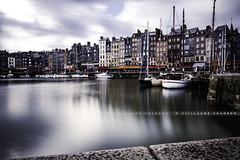 Port d'Honfleur (Guillaume Chanson) Tags: france normandie calvados honfleur bateau port sun ciel sky mer sea poselongue exposition longexposure canon canoneos5dmarkiii extérieur nuage