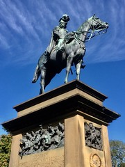 Godfrey (Dickie-Dai-Do) Tags: monument statue horse viscountoftredegar godfrey cardiff