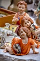 Particolari del mercatino Frari  Canon eos 450d efs canon 55-250 hdr photoshop (OdessaAlessio) Tags: bambole ceramica mercatino venezia vendite cose da donne