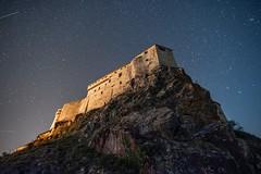Attacchi notturni al castello (Leonardo Fazio) Tags: night sky castle nikonphoto longexposure milkyway nikon stars