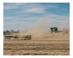 mille quatre cents hectares (Mériol Lehmann) Tags: agriculture rural territoire tractor farming farm johndeere organic soilwork