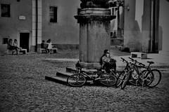 sosta... / rest... (frank28883) Tags: domodossola verbanocusioossola ossola piazza angolocaratteristico bianconero blackwhite biciclette
