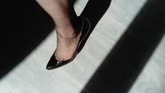 DSC_0496 (grandmacaon) Tags: highheels hautstalons toescleavage talonsaiguille lowcut lowcutshoes sexyheels stilettos