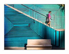 Sur fond de rayures. (francis_bellin) Tags: 2018 voyage olympus couleur espagne streetphoto septembre street graphique cartagena photoderue chaleur ville banc escaliers