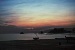The Silence in October (Tomás Hornos) Tags: sunset atardecer playa beach arena waves olas barca contraluz cielo sky ruido mar sea mediterráneo mediterranean paseojuntoalmar d7100 1855 paseomarítimo bote anochecer agua costa puestadesol bahía