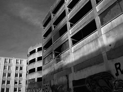 Façades (Lez du Pel) Tags: lumix gx80 noir et blanc nb bw immeuble building streetview