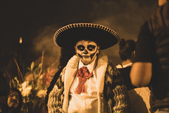 The day of the Dead in Mexico (Frederik Trovatten) Tags: mexico mexicocity mexican cdmx dayofthedead díademuertos muertos dead sombrero hat art culture streetphotography street streets streetportrait fuji fujifilm xt3 facepaint skeleton