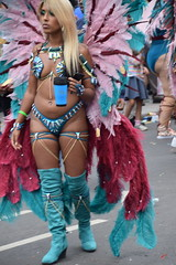 DSC_8439 Notting Hill Caribbean Carnival London Exotic Colourful Turquoise and Pink Costume with Ostrich Feather Headdress Girls Dancing Showgirl Performers Aug 27 2018 Stunning Blond Lady (photographer695) Tags: notting hill caribbean carnival london exotic colourful costume girls dancing showgirl performers aug 27 2018 stunning ladies turquoise pink with ostrich feather headdress blond lady