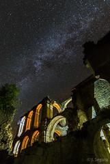Monasterio de Santa María de Rioseco (Yorch Seif) Tags: noche night nocturna nocturnal lightpainting longexposure largaexposicion estrellas stars d7500 tokina1116