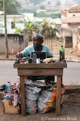 Kumasi afternoon - shoeshine man portrait (10b travelling / Carsten ten Brink) Tags: 10btravelling 2017 africa african afrika afrique asante ashanti carstentenbrink ghana ghanaian goldcoast iptcbasic kumasi places westafrica cobbler man portrait shoeshine tenbrink