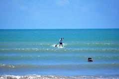 amor & stand up & sol & mar... TDB!!! (Ruby Ferreira ®) Tags: praiaoceânica lovers sea praia beach atlanticocean standup sky waves ondas brasil brazil