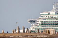 Ventura, saliendo de La Coruña (Emilio Rodríguez Álvarez) Tags: coruña barco crucero atardecer adormideras galicia sea mar