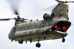 Chinook (Bernie Condon) Tags: dunsfold wingswheels airshow surrey uk aviation aircraft flying display boeing ch47 chinook helicopter heavy airlift transport cargo assault raf military royalairforce jointhelicopterforce jhf support