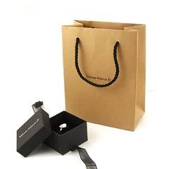 """Nouveau petit sac en papier kraft. Idéal pour offrir vos bijoux ! Et pour celles et ceux qui ne connaissent pas encore notre service """"Offrir un cadeau"""" découvrez le ici 👇 https://ift.tt/2y5bzhd (Bijoux Bijoux) Tags: bijoux enfant argent"""