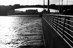 Drochaid Kingston, Glaschu (Rhisiart Hincks) Tags: silhouette silwét cysgodlun ledskeud sgàilriochd sgàildhealbh scáthchruth zilueta drochaid droichead droghad pont zubi pod šaldi bridge ponte piriti puente brücke мост 桥 glaschu glesga glasgow alba yralban broskos ecosse eskozia schottland schotland أسكتلندا苏格兰 šotimaa skócia škotija euritaskotija szkocja skotsko skotlanti scotland blancinegre duagwyn gwennhadu dubhagusgeal dubhagusbán blackandwhite bw zuribeltz blancetnoir blackwhite monochrome unlliw blancoynegro zwartwit sortoghvid μαύροκαιάσπρο feketeésfehér juodairbalta clyde abhainnchluaidh