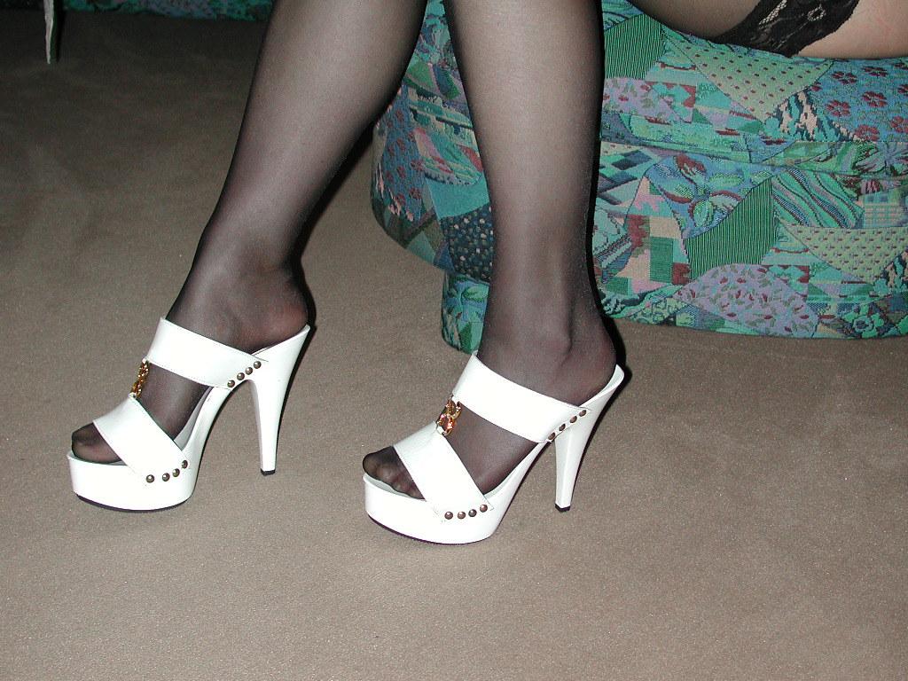 6fd65f3cc9 pic0132 (KnulliBulli) Tags: heels highheels mules slides nylons toes fuss  füsse feet legs