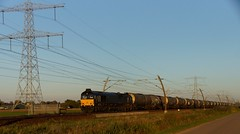 RRF 653-01 met keteltrein over de Betuweroute bij Angeren richting Meteren 10-10-2018 (marcelwijers) Tags: rrf 65301 met keteltrein over de betuweroute bij angeren richting meteren 10102018 betuwe route nederland niederlande netherlands pays bas gelderland guelders lingewaard emd jt42cwrm class 66 20048653001 cocode 2006 1435 mm eba 05d21k 001 92 80 1266 1114 dbrll beacon rail leasing ltd 266 111 brll