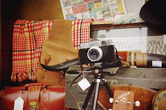 """Kodak Instamatic Reflex Camera"" (Eric Flexyourhead) Tags: bellingham whatcomcounty washington usa downtown westhollystreet pennylaneantiquemall city urban detail fragment shop store window display windowdisplay windowdressing antique antiques antiqueshop antiquestore camera vintage retro old kodak kodakinstamaticreflexcamera sonyalphaa7 zeisssonnartfe35mmf28za zeiss 35mmf28"
