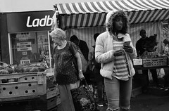Sounds of the Street (Bury Gardener) Tags: bw blackandwhite monochrome mono nikond7200 nikon england eastanglia uk ely streetphotography street streetcandids snaps candid candids people peoplewatching folks 2018 market streetmarket