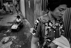 A city 672 (soyokazeojisan) Tags: japan osaka bw city street people blackandwhite monochrome anaiog olympus m1 om1 21mm film trix kodak memories 1970s