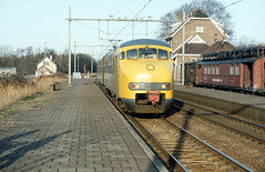 NS Plan V at Lisse, February 13, 1983 (cklx) Tags: blokkendoos mat24 materieel1924 bovenleidingmontagewagen mow mowtrain lisse station bollenstreek electrorail