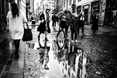 Images on the run.... (Sean Bodin images) Tags: 2018 københavn oktober vind streetphotography streetlife seanbodin streetportrait købmagergade nørreport strøget autumn people photojournalism photography copenhagen citylife candid city citypeople
