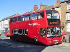 Harrogate Bus Co 2720 V69MOA Knaresborough Bus Stn on 1C (1280x960) (dearingbuspix) Tags: transdev harrogatebuscompany transdevharrogatebuscompany 2720 v69moa 1 itsthe1forme