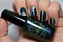 Esmaltação das corujas - Tape mani. (Raíssa S. (:) Tags: nikon unhas nails esmalte naillacquer nailpainting nailpolish nailart glitter indie penélopeluz blue green azul verde prata silver ludurana corujas metallic metálico