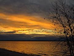 IMG_4364 Autumn sunrise over Little Bay de Noc (jgagnon63@yahoo.com) Tags: lakemichigan sunrise sky escanaba deltacountymi uppermichigan michigan upperpeninsula dawn firstlight morning littlebaydenoc skyscape escanabashoreline
