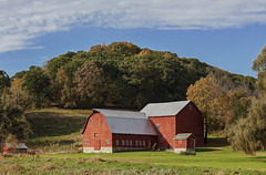 Fall On The Farm (Roy Manchester) Tags: canon 5dsr ef70200f28isiiusm 7020028lisii catskill newyork unitedstates us gps geotag farm fall clouds colors outdoors llenses landscape light leaves