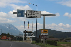 Zarnesti (ec1jack) Tags: ec1jack kierankelly september 2018 summer holiday europe eastern transylvania romania canoneos600d zarnesti road sign