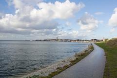 West-Terschelling - Zicht op de Dellewalbaai (grotevriendelijkereus) Tags: terschelling netherlands nederland holland friesland wadden waddeneiland eiland island baai bay view uitzicht dellewal zee sea waddenzee dike dyke