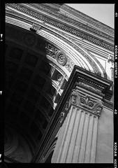 Basilica of Sant'Andrea (Kodak 400TM 6x9) (mmartinsson) Tags: 2018 6x9 mediumformat 120mm film 400t tmax analoguephotography chruch scan renaissance mamiyauniversal architecture epsonperfectionv700 bw leonbattistaalberti negativescan kodak mantova lombardia italien it