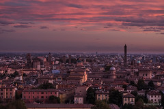 Bologna this morning (Lorenzoclick) Tags: xt2 xf55200mmf3548rlmois mornig bologna italia italy fujifilm red landscape city città asinelli torre beautiful sky