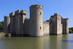 England / Sussex - Bodiam Castle (Michael.Kemper) Tags: canon eos 6d 6 d canoneos6d canonef1635f4lisusm ef 1635 f4l f4 l is usm voyage travel travelling reise vacation urlaub gb great britain grosbritannien uk united kingdom vereinigtes königreich england bodiam castle burg moated water wasser wasserburg schlos schloss wasserschlos wasserschloss national trust east sussex ruin ruins ruine ruinen burgruine wassergraben graben