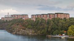 Urban housing meets nature (HansPermana) Tags: stockholm sweden schweden sverige nordic scandinavia skandinavien nordeuropa northeurope eu europe europa august 2018 summer city islands sea water architecture