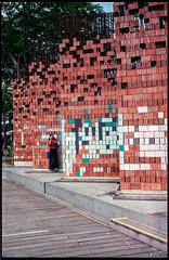 Archifest 2018 pavillon at Marina Bay Sands (waex99) Tags: 2018 35mmf35 800iso barnac fuji iiic leica leicaiiic singapore summaron superia film ltm wall woman mbs marina bay sands archifest bricks analog argentique