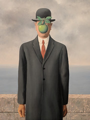 """""""The Son of Man"""", Rene Magritte (1964) (Joey Hinton) Tags: sanfrancisco california unitedstates rene magritte exhibit museum modern art google pixel2 andriod smartphone cellphone cameraphone phone"""