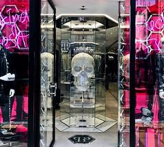 Mayfair London (mark.wohlers) Tags: mayfair windowdisplay london shop skull glitter