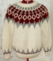 Icelandic wool sweater (Mytwist) Tags: ullar itchie icelandic classic love passion design handcraft craft sweater itch wool reykjavik fairisle fair isle íslensk fashion mytwist lopi pattern exclusive style fetish chunky bulky cozy retro timeless authentic heavy handgestrickt fuzzy casual icelandicsweater peysa 88 spanis gift spanis88 hylte bruk hygge