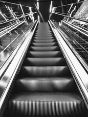 Oppover igjen -|- Upwards now (erlingsi) Tags: erlingsi iphone erlingsivertsen flesland bergen airport bergenairport bnw svarthvitt trapp rulletrapp