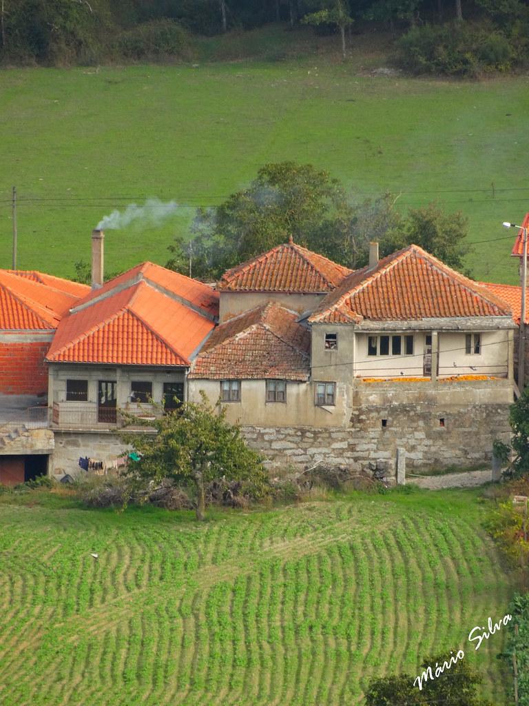Águas Frias (Chaves) - ... casas na Lampaça ...