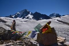 Himalaya des Alpes - Himalayan Alps (CHAM BT) Tags: drapeau priere glacier pierre roche crevasse moraine kairn flag prayer stone rock alpes alps chardonnet sommet summit montblanc