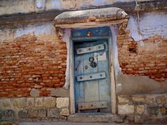 பூங்கதவே தாள்திறவாய்... (Prabhu B Doss) Tags: prabhubdoss travelphotography usilampatti madurai door house antique tradition village bricks fujifilm velvia gfx50s gf3264mm india tamilnadu