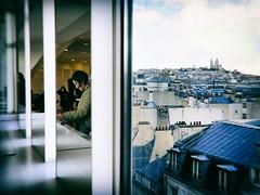 Galerie Lafayette (Calinore) Tags: paris city ville street rue france panorama toits roofs reflet reflection interstice sacrécoeur woman femme