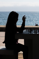 IMG_3480 (PeonDeAcero) Tags: street streetphotography calle city color chillan people water ocean sea chess ajedrez beach