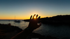 Catch Light (Nicola Pezzoli) Tags: menorca baleares baleari island nature spain sea minorca isola ciutadella hola ola bar beach sunset sun shine hand silhouette horizon
